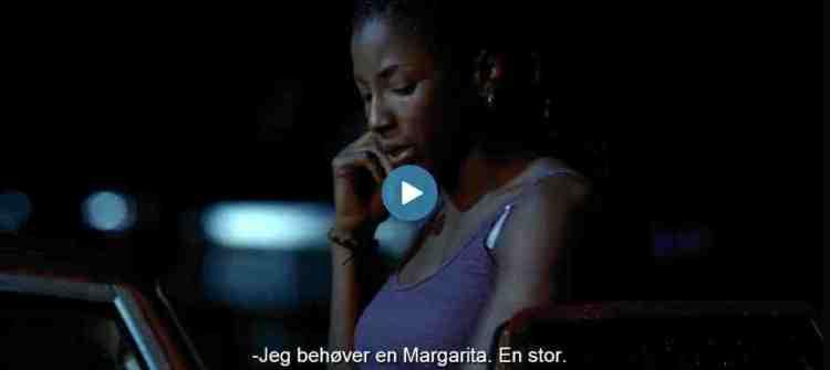 """Man plejer at """"have brug for"""" en drink. Fra første afsnit af """"True Blood"""" på HBO Nordic. Screenshot: Kirsten Marie Øveraas"""